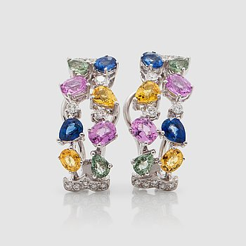 1425. A pair of sapphire and diamond earrings. Total carat weight of sapphires 4.26 cts and diamonds 0.38 ct.