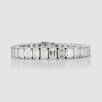 1158. An emerald-cut diamond bracelet. Total carat weight circa 30.00 cts.