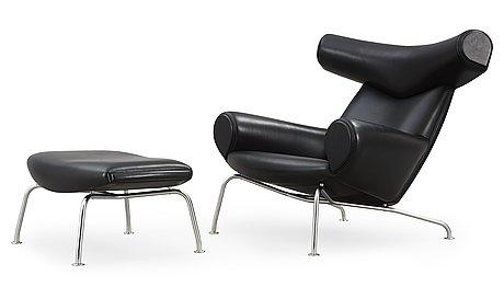 """FÅtÖlj samt fotpall, """"ox-chair"""", hans j wegner, erik jørgensen, danmark ca 2010."""