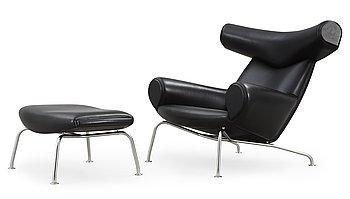 """90. FÅTÖLJ samt FOTPALL, """"Ox-Chair"""", Hans J Wegner, Erik Jørgensen, Danmark ca 2010."""