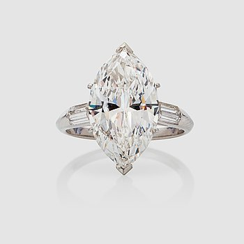 1159. A 5.10 ct marquise-cut diamond ring. Quality E/IF according to HRD certificate.