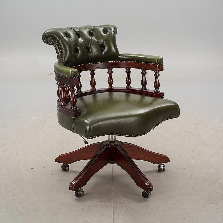 engelsk fåtölj skinn ~ slutpris för skrivbordsstol