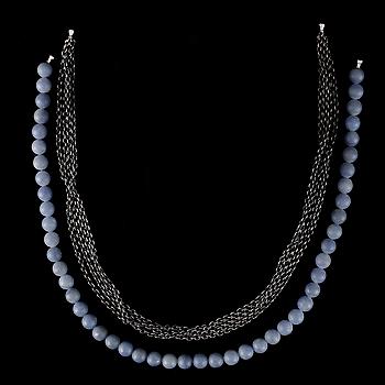 COLLIER, 2st, Ole Lynggaard, oxiderat sterling silver och blå pärlor.