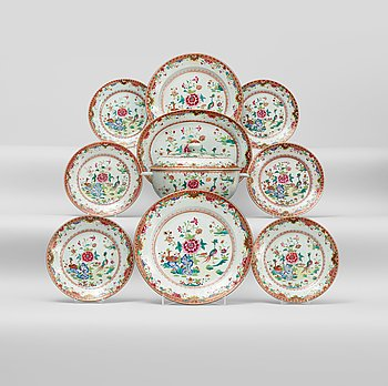 207. An european subject famille rose dinner service, Qing dynasty, Qianlong (1736-95).