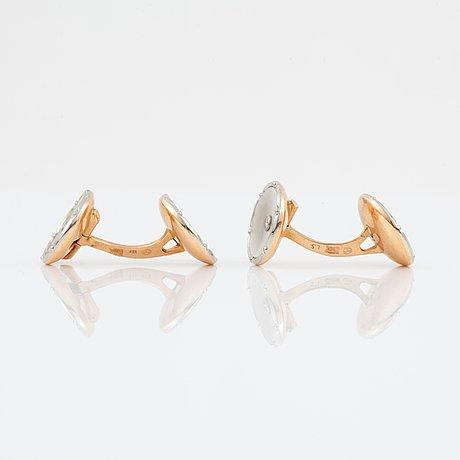 Manschettknappar, ett par, med pärlemor och diamanter.