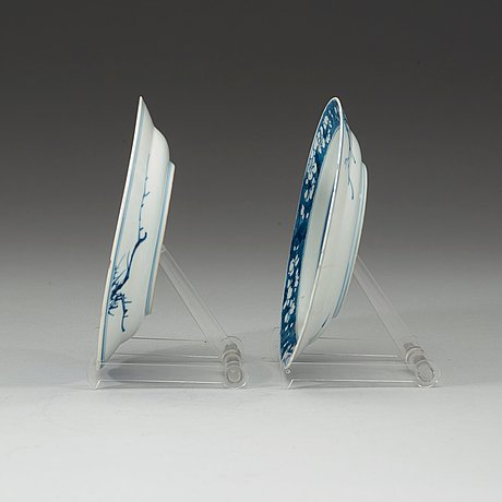A pair of blue and white dishes, qing dynasty kangxi (1662-1722).