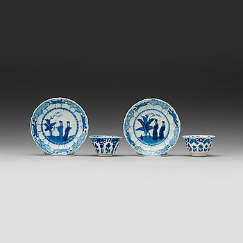 9. A pair of blue and white cups and saucers, Qing dynasty Kangxi (1662-1722).