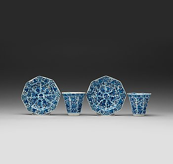 10. A pair of blue and white cups with saucers. Qing dynasty Kangxi(1662-1722).