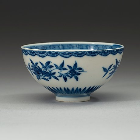 A blue and white bowl, qing dynasty 18th century.