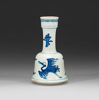 12. A blue and white Crane vase, Qing dynasty Kangxi (1662-1722).