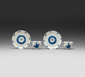 7. A pair of blue and white cups and saucers, Qing dynasty Kangxi (1662-1722), mark and period.