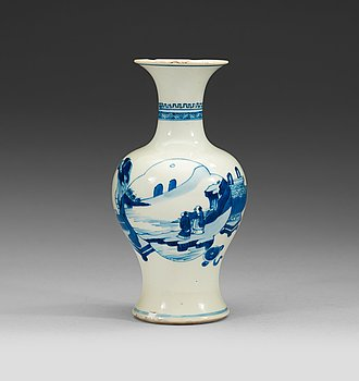 16. A blue and white vase, Qing dynasty Kangxi (1662-1722).