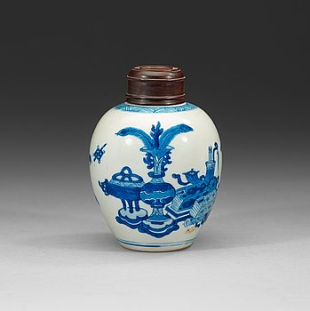 5. A blue and white jar, Qing dynasty Kangxi (1662-1722).