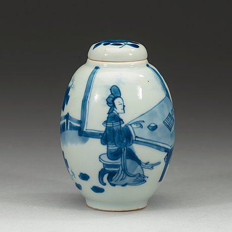 A blue and white tea caddy with cover, qing dynasty kangxi (1662-1722).