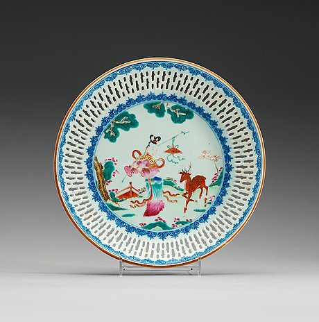 An export pierced blue and white 'famille-rose' dish, qing dynasty, qianlong (1736-1795).