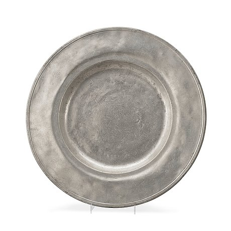 A swedish 17th century pewter charger presumably by l drenchler (stockholm 1678-1685).