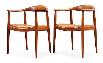 """1. HANS J WEGNER, """"The Chair"""", ett par, Johannes Hansen, Danmark 1950-60-tal."""