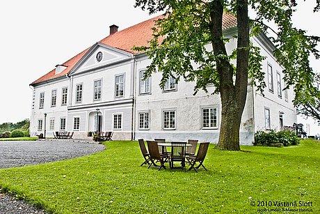 VÄstanÅ slott, övernattning i svit för två personer, frukost samt middag ingår.