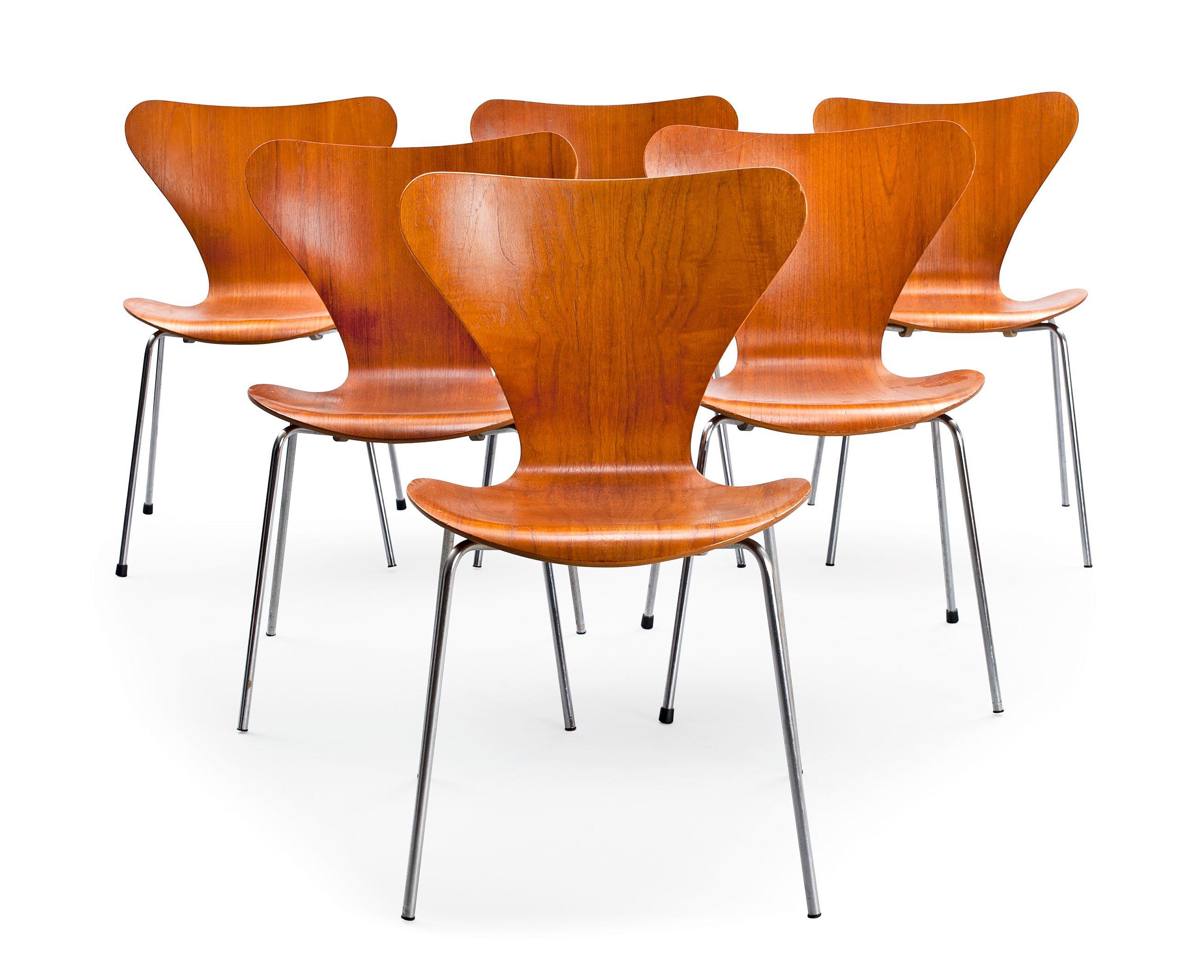 Arne Jacobsen Stoel : Arne jacobsen a set of six chairs. bukowskis