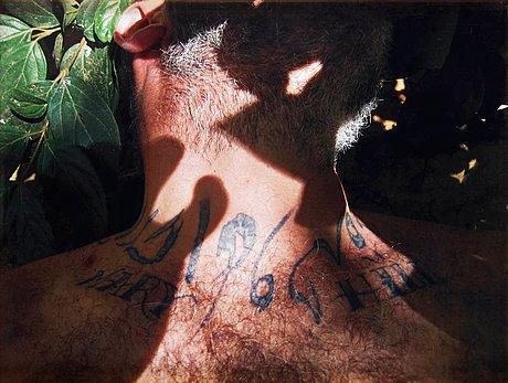 """Adel abdessemed och douglas gordon, """"dubh glas"""", 2008."""