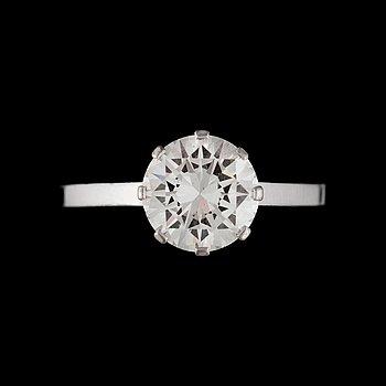 324. SORMUS,18K valkokultaa, briljanttihiottu timantti 2,17 ct. A. Tillander, 1980. Paino n. 4,6 g.