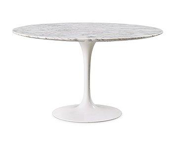 107. An Eero Saarinen 'Tulip' marble top sofa table, Knoll International,  USA.