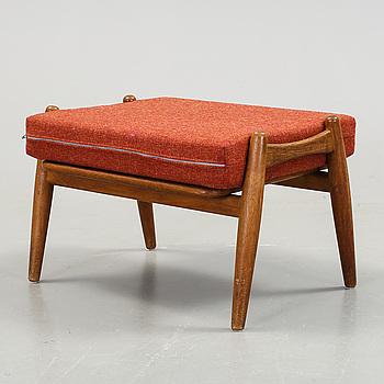 "FOTPALL, ""GE-240"", Hans J Wegner, 1900-talets tredje kvartal."