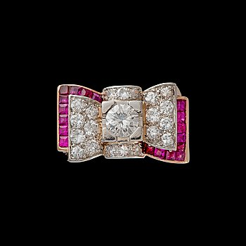 325. SORMUS, 18K kultaa, briljantti- ja 8/8 -hiotut timantit. Paino n. 10,6 g.