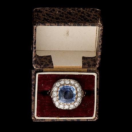 16 cut diamonds. weight c. 5.5 g