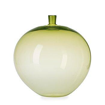 13. An Ingeborg Lundin green glass vase, Orrefors.