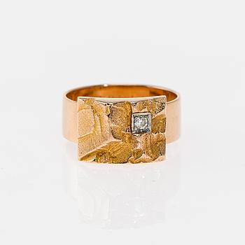RING, 14K guld, briljantslipad diamant. Björn Weckström, Lapponia 1968. Vikt ca 8,9 g.