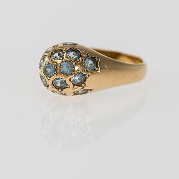 RING, 18K guld, syntetiska spineller. Vikt ca 5,6 g.