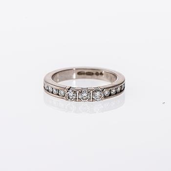 RING, 18K vitguld, briljantslipade diamanter. A. Tillander. Vikt ca 5,4 g.