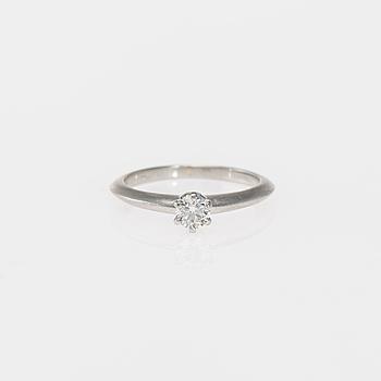 RING, Tiffany & Co, platina, briljantslipad diamant.  Vikt ca 3,3 g.