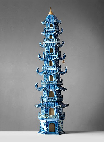 A blue and white 8 tiered porcelain pagoda, qing dynasty, qianlong/jiaqing 1750-1800.