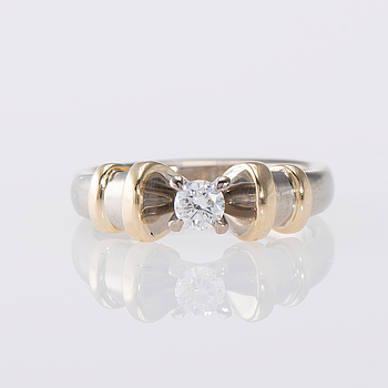 RING, 14K guld, briljantslipad diamant. Laatukoru, 2007. Vikt ca 8,4 g.