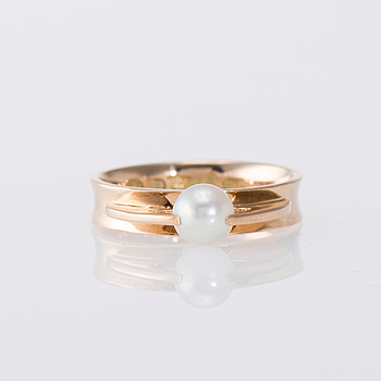 RING, 14K guld, pärla. Elis Kauppi, Kupittaan Kulta. Vikt ca 4,8 g.