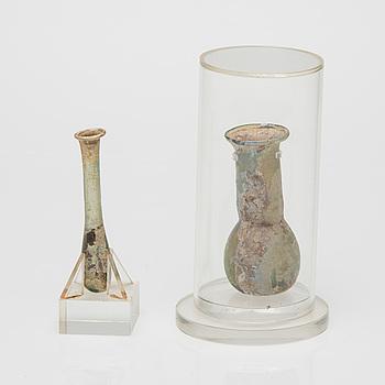 FLASKOR, 2 st, glas, Medelhavsområdet, romersk antik tid.