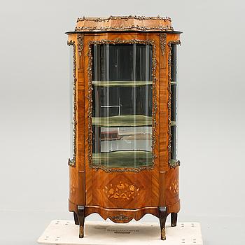 VITRINSKÅP, Louis XVI-stil, 1900-talets första hälft.