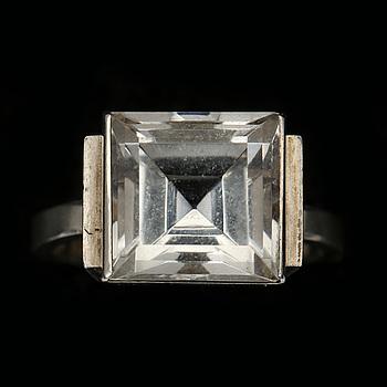 RING, silver och bergskristall, Wiwen Nilsson, stämplad 1940 (?), total vikt 4 g.