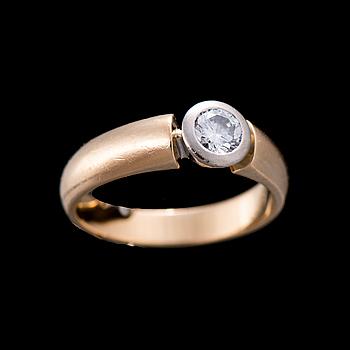 RING, 18K guld, briljantslipad diamant. Vikt ca 5,7 g.