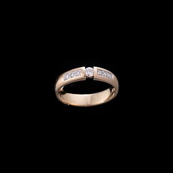 RING, 18K guld, briljantslipade diamanter. Vikt ca 4,5 g.