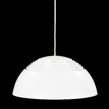"TAKLAMPA, ""AJ Pendeln"", Arne Jacobsen, Louis Poulsen, Danmark, 1900-talets andra hälft."