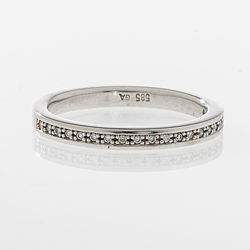 ALLIANSRING, 14K vitguld, små diamanter totalt 0,10 ct. Vikt 3,3 g.