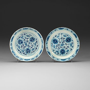 1. A pair of blue and white lotus dishes, Qing dynasty, Guangxu (1874-1908) marks and of period.