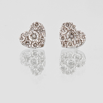 ÖRHÄNGEN, 18K vitguld med 20 briljantslipade diamanter. Vikt 1,8 gram.