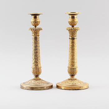 LJUSSTAKAR, 1 par, förgylld brons, empire, 1800-talets första hälft.