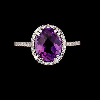 RING, 10K vitguld, diamanter tot ca 0.50 ct. och ametist.