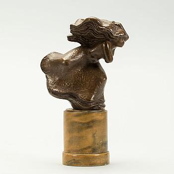 """STIG BLOMBERG, brons, monogramsignerad. """"Kvinna i blåst""""."""