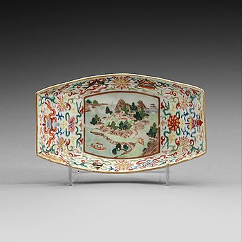 15. A famille rose tea boat, Qing dynasty with Jiaqings seal mark and period (1796-1820).